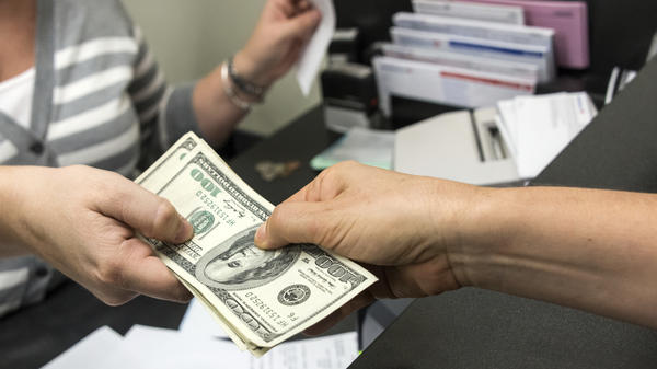 Federal regulators are setting new rules for banks that offer deposit advances.