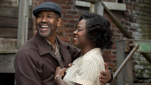 Troy Maxson (Denzel Washington) and Rose Maxson (Viola Davis) in <em>Fences.</em>