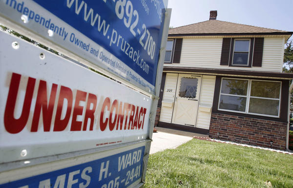 New federal mortgage rules come at a time when regulators and banks are trying to find a middle ground between overly lax and overly tight lending standards.