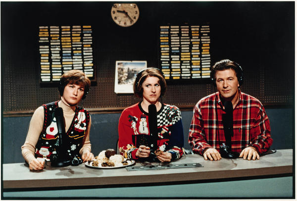 """Pete Schweddy (Alec Baldwin) makes a guest appearance on the """"Delicious Dish"""" public radio show with hosts Margaret Jo McCullin and Terry Rialto (Ana Gasteyer and Molly Shannon) in 1998."""