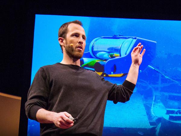 David Lang explains how he built his underwater explorer at TED.