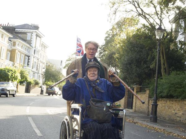 Alan Bennett (Alex Jennings) and Miss Shepherd (Maggie Smith) are both forceful personalities, but <em>The Lady in the Van </em>excels at bringing out undercurrents of frailty.