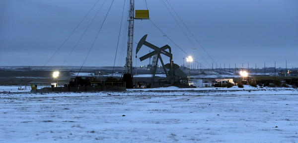 An oil drilling rig near Williston, N.D., in 2014. The U.S. has joined Saudi Arabia and Russia as one of the world's top oil producers. But the benefits that many forecasters predicted have not materialized.