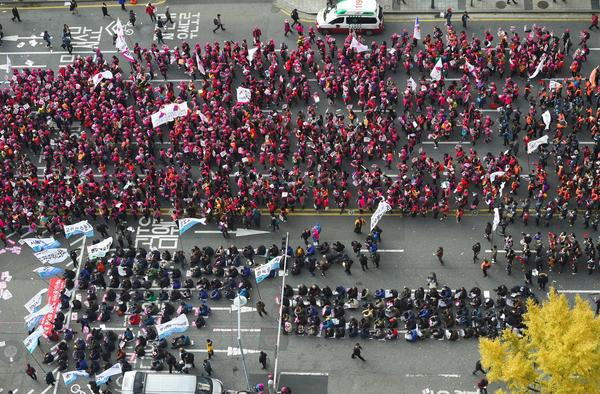 At least 500,000 protesters, according to Reuters, gathered in central Seoul on Saturday to demand the resignation of scandal-hit President Park Geun-hye.