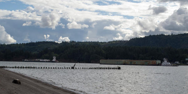 <p>Barge traffic along the Columbia River in Kalama, Washington.</p>
