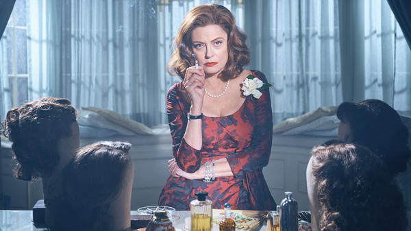 Susan Sarandon plays Bette Davis in <em>Bette and Joan. </em>The eight-part miniseries, which begins Sun., March 5, kicks off the FX anthology series <em>Feud</em>.