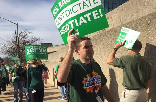 Last November, members of AFSCME picketed outside a state building in Springfield.
