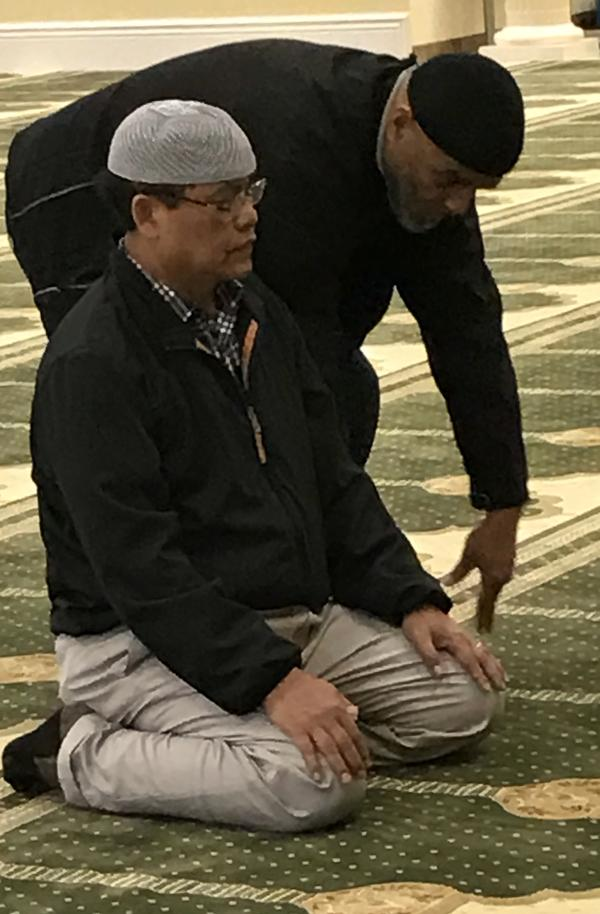 Bam Sutardjo and Shahied Rashid pray.