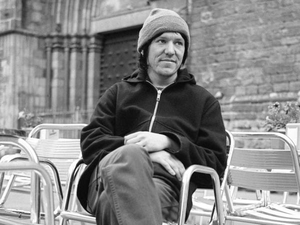 Elliott Smith relaxing at an outdoor cafe in early 1998, while on tour for the album <em>Either/Or</em>.