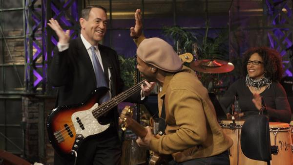 Mike Huckabee sits in on bass with the <em>Tonight Show</em> band in 2008.