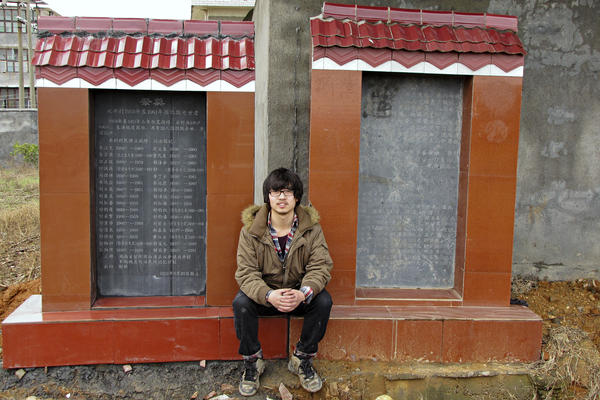 Shu Qiao in front of the memorial (on the left side) he erected to the 32 victims of the famine in Shuangjing village, in the central province of Henan. The memorial is part of the Folk Memory Project, which records the stories of Chinese peasants who lived through the Great Famine a half-century ago.