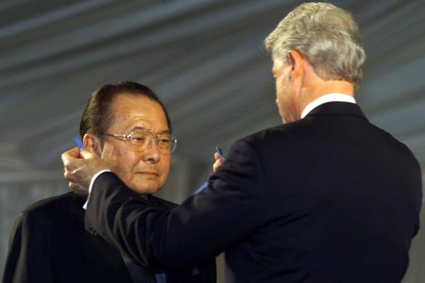 President Clinton presents the Medal of Honor to Inouye, one of 22 Asian-American soldiers receiving the Medal of Honor for service in World War II, June 21, 2000, at the White House in Washington.