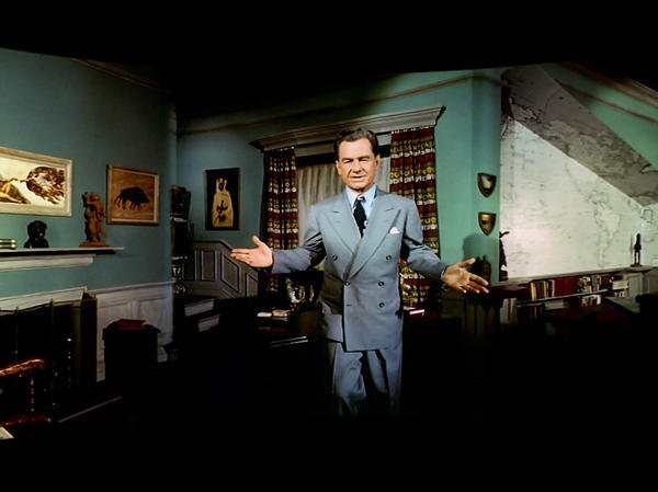 Actor Lowell Thomas served as narrator for <em>This Is Cinerama</em>, which included scenes of Venice, Italy; the Niagara Falls; and a Florida amusement park.