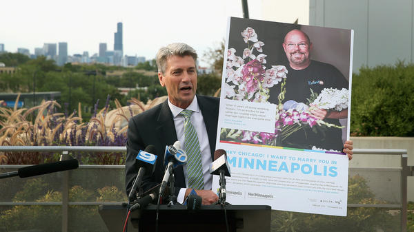 Minneapolis Mayor R.T. Rybak took to a Chicago rooftop on Thursday to attract the city's gay and lesbian community to spend their wedding dollars in Minnesota.