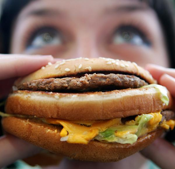 Because people don't always know how many calories they're consuming when they dine out, they often eat all the food. (Cate Gillon/Getty Images)