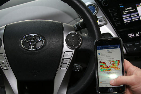 A measure in the Washington Legislature would ban the handling of an electronic device while behind the wheel -- even while stopped at a traffic light.