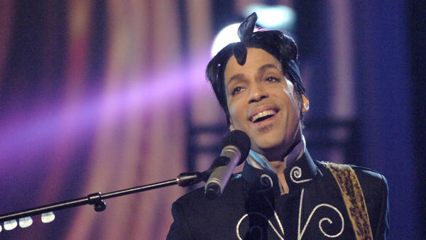 """Prince performs """"3121"""" during 6th Annual BET Awards in 2006."""