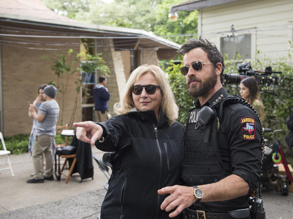 Executive producer Mimi Leder directs Justin Theroux while shooting the season three premier of <em>The Leftovers</em>.