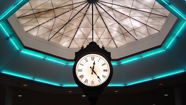 A clock in the Auburn Mall in 2006.