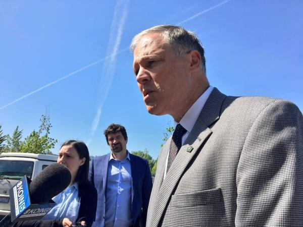 <p>Speaking in Washougal, Washington, Washington Gov. Jay Inslee briefs reporters on the scene at the Hanford Nuclear Site Tuesday, May 9, 2017. </p>