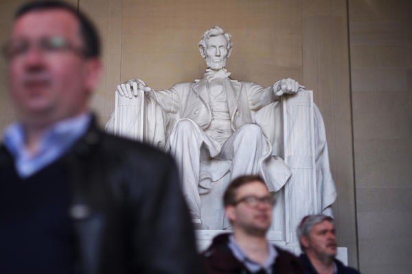 Linguist Geoff Nunberg says that people often use spurious quotations to create a version of Abraham Lincoln that suit a political purpose.