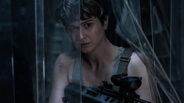 Katherine Waterston as Daniels in <em>Alien: Covenant</em>.