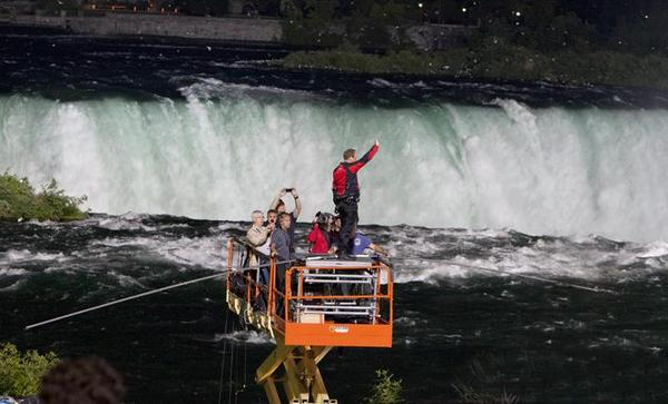 Nik Wallenda begins his walk from New York State to Canada over Niagara Falls.