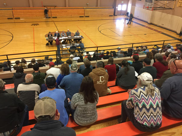 <p>About 300 people filled the bleachers at the Sherman County High School to discuss whether a large organic farm is letting its weeds spread onto neighboring property — and whether the government should do something about it.<br /><br /></p>
