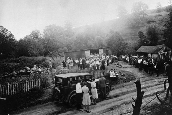 Crowds gather on Aug. 30, 1931, at the site of the Quiet Dell murders. Evidence of the killings was found in and around murderer Harry Powers' garage (center).