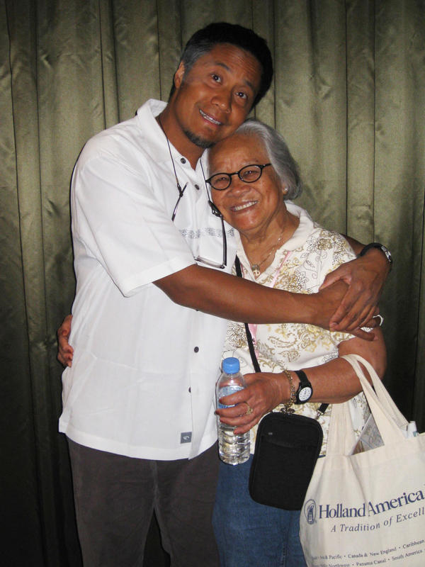 Journalist Alex Tizon and Lola in 2008.