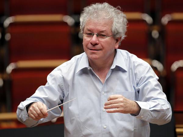 Conductor Jiří Bělohlávek, a leading interpreter of Czech music, has died at age 71.