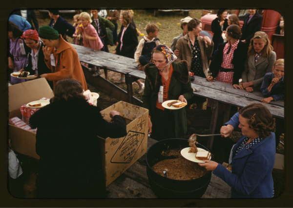 Russell Lee, <em>Serving Pinto Beans at the Pie Town, New Mexico Fair barbeque</em>, 1940.