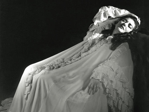 Maria Callas as Violetta in Verdi's <em>La Traviata</em>, taken in Mexico City in July 1951.