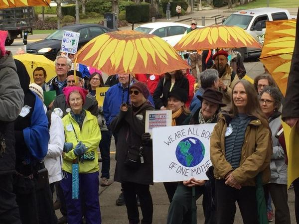 <p>Supporters of bills that would regulate carbon in Oregon rally on the steps of the Oregon capitol building.</p>