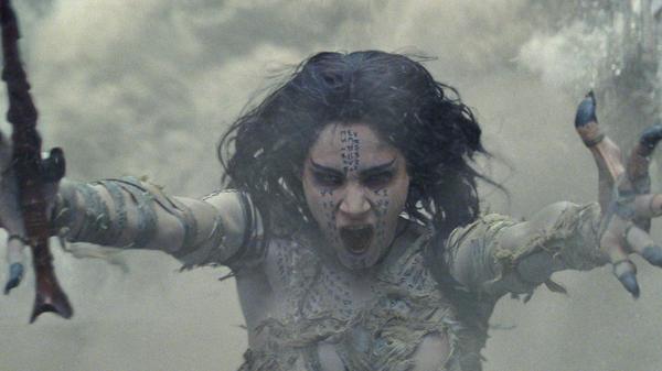 Ahmanet (Sofia Boutella) in <em>The Mummy</em>.
