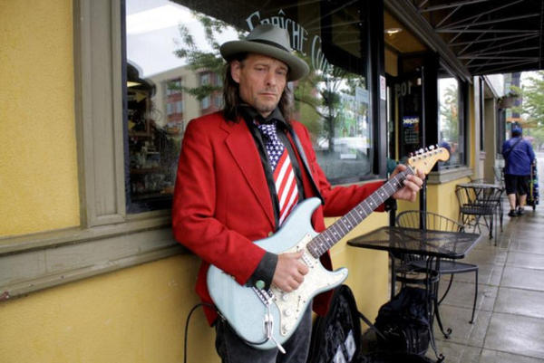 <p>Kenny Wayne Gunner plays guitar in downtown Bremerton at lunch time.</p>