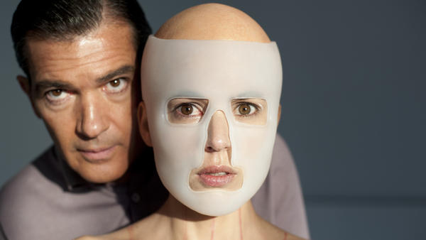 <p>Vera (Elena Anaya) is both patient and obsession for plastic surgeon Robert Ledgard (Antonio Banderas), who is bent on creating a synthetic skin that can resist any kind of damage. </p>