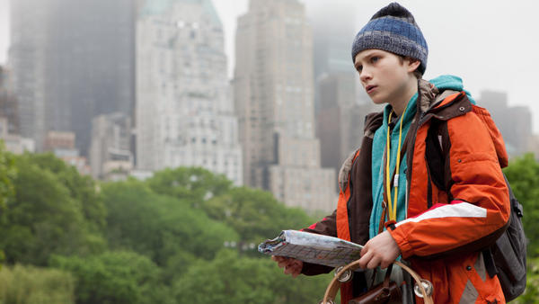 A year after his father's death in the World Trade Center, 11-year-old Oskar Schell (Thomas Horn) sets out on a citywide scavenger hunt to find a missing lock that he hopes will reveal a message from his dad.