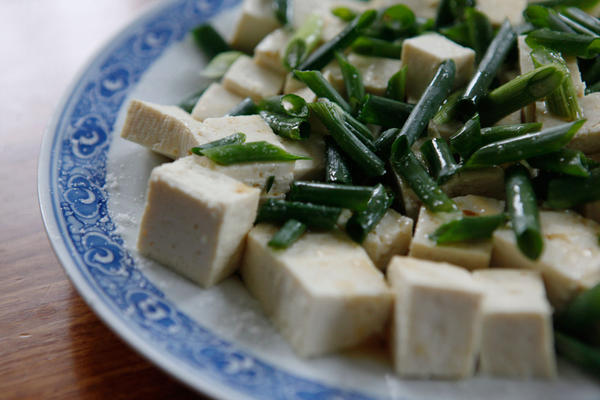 Tofu With Scallions And Sesame Dressing