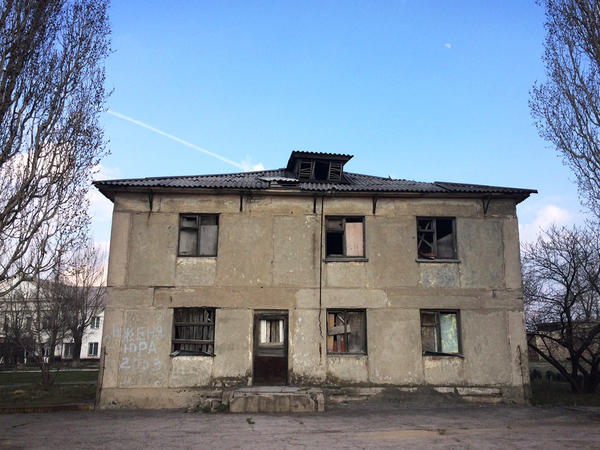 Perewalsk is littered with abandoned buildings. This one used to be a dormitory for a school that taught people how to work in coal mines. It has been closed since the USSR collapsed in 1991.