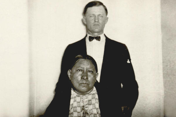 Ernest and Mollie Burkhart married in 1917. Unbeknownst to Mollie, a member of the Osage tribe, the marriage was part of a larger plot to steal her family's oil wealth.