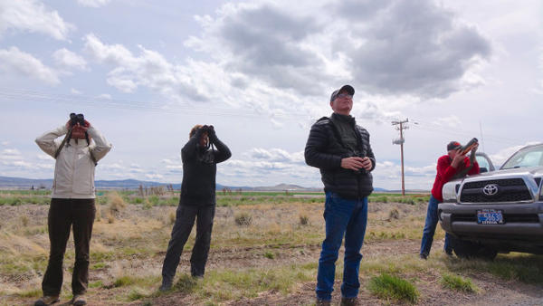 <p>Kevin Spencer (3rd from left) leads a birding field trip at the Klamath refuges.</p>