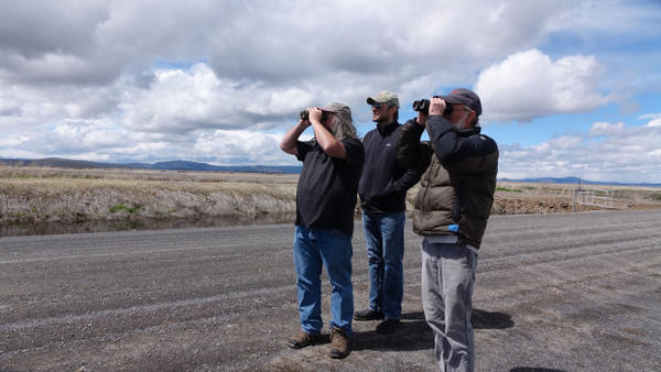 <p>Bob Hunter (right) says much of the farming on the Klamath refuges does not serve wildlife.</p>