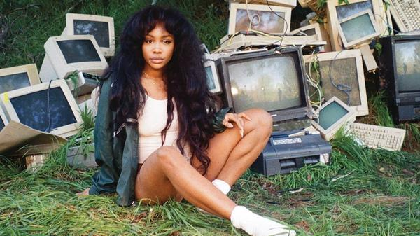 SZA on the cover of<em> CTRL</em>.