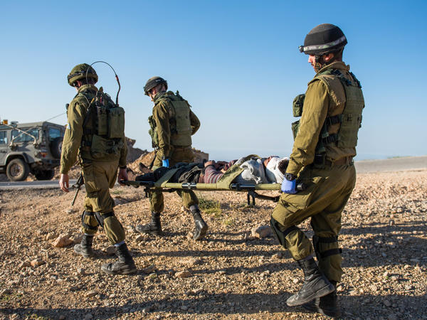 The Israeli army facilitates the transfer of wounded Syrians to Israeli hospitals.