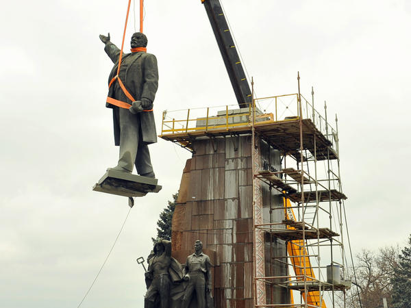 Workers dismantle an enormous monument to Lenin in Zaporizhia, Ukraine, in March 2016. It was the largest remaining Lenin statue in the country.