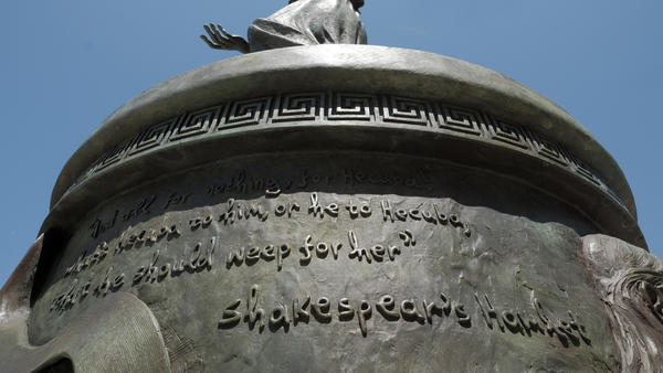The quotation in question. In attributing the verses, the statue's creators used an unusual spelling for William Shakespeare's name, prompting a fair amount of ribbing from USC's crosstown rivals.