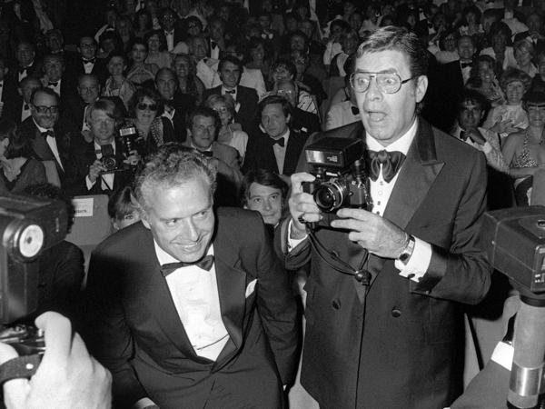 Jerry Lewis jokes with photographers on May 26, 1982, during the 35th International Movie Festival in Cannes.