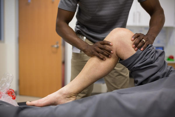 Physical therapy as well as cognitive therapy are part of a promising approach to managing chronic pain without drugs.