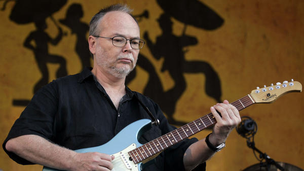 Guitarist Walter Becker of Steely Dan performs at the New Orleans Jazz & Heritage Festival at the Fair Grounds Race Course May 6, 2007 in New Orleans, Louisiana.